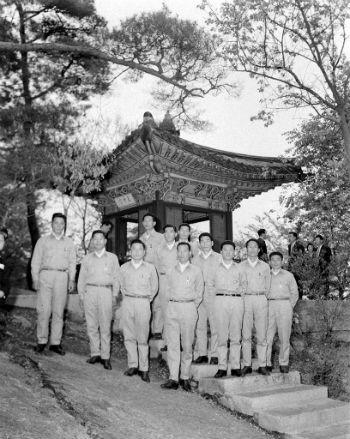 1966년 독도의용수비대 청와대 방문 기념촬영 모습 (사진출처=뉴스1)