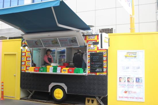 인천 신포시장 청년몰의 특징 중 하나. 푸드 트레일러 마다 개성이 넘칩니다.