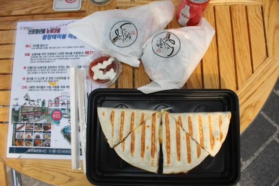 퀘사디아와 콜라, 주먹밥(만스김밥)
