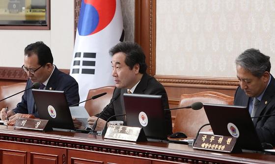 이낙연 국무총리가 6일 서울 세종로 정부서울청사에서 열린 국무회의에서 발언하고 있다.