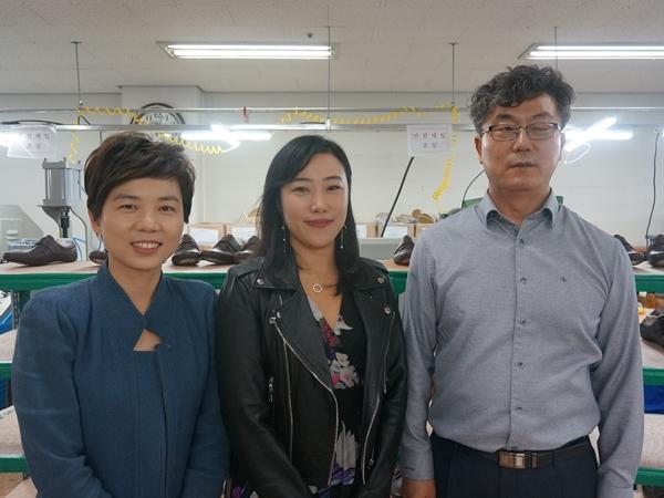 좌측부터 코트라 안영주실장, 패션디자이너 유나 양, 구두만드는 풍경 유석영 대표