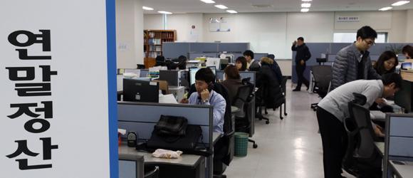'13월의 보너스' 준비 시작! (사진=저작권자 (c) 연합뉴스. 무단전재-재배포금지)