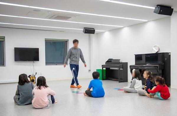 <공공시설의 체육관을 이용해 체육 프로그램에 참여 중인 '다함께돌봄센터' 아이들의 만족도도 높았다.> 출처=서울시