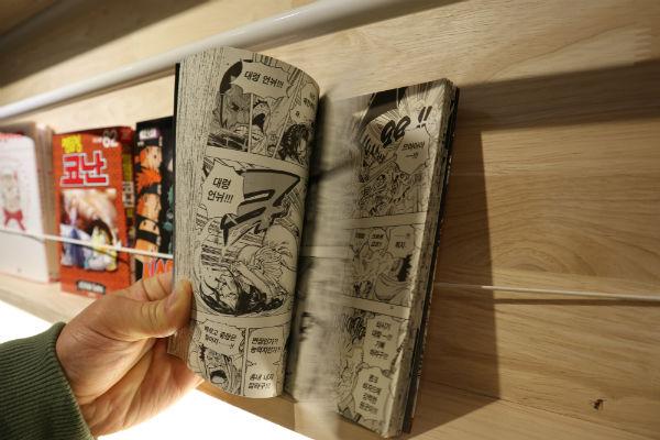 화순 시네마 윗층  만화방은 열린공간으로 누구나 무료로 이용할 수 있다.