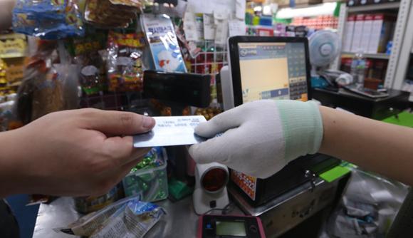 카드수수료 개편방안으로 중소상공인의 부담 경감이 예상된다. (사진=저작권자(c) 연합뉴스, 무단 전재-재배포 금지)