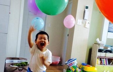 점프! 점프! 풍선을 때려라…놀이의 핵심은 '자유'