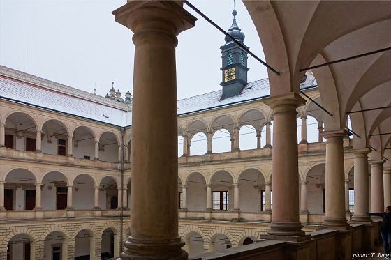 리토미슐 성의 아케이드 중정. 이탈리아의 건축을 그대로 옮겨놓은 듯하다.