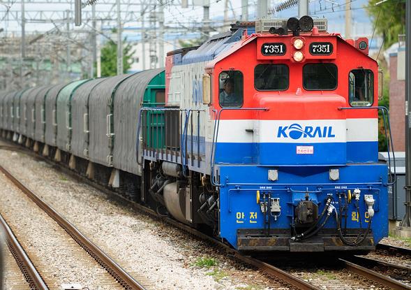 경유철도차량.