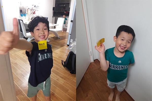 설민 씨의 두 아들 윤이 준이가 보물을 찾고 활짝 웃고 있다.