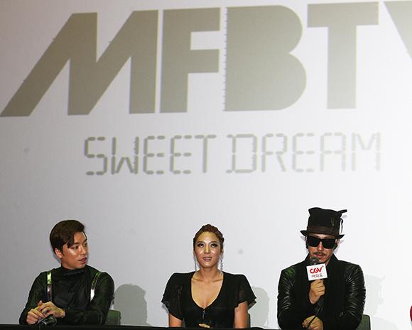 2013년에 드렁큰 타이거의 타이거 JK(오른쪽)는 아내 윤미래(가운데), 래퍼 비지와 함께 힙합 그룹 MFBTY(My Fan Better Than Yours)를 결성했다. (사진=저작권자(c) 연합뉴스, 무단 전재-재배포 금지)