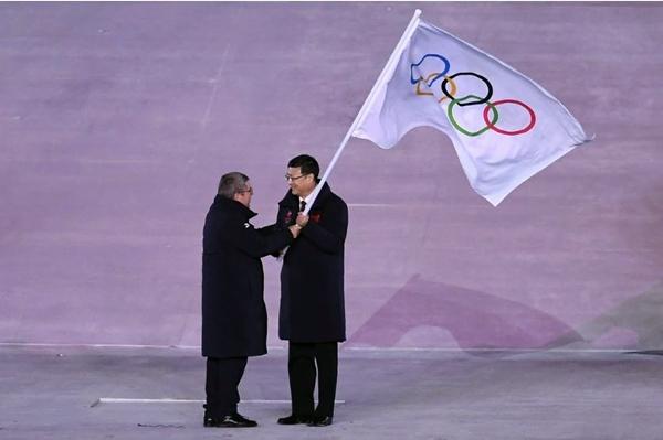 올림픽기를 이양하는 폐회식 (출처=올림픽 위원회 홈페이지)