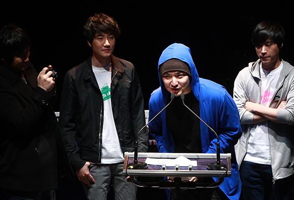 2009년 제6회 한국대중음악상 시상식에서 가수 버벌 진트가 <랩&힙합 음반부문>을 수상했다. (사진=저작권자(c) 연합뉴스, 무단 전재-재배포 금지)