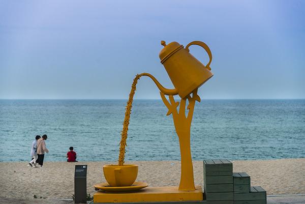 안목해변에 있는 핸드드립 조형물.
