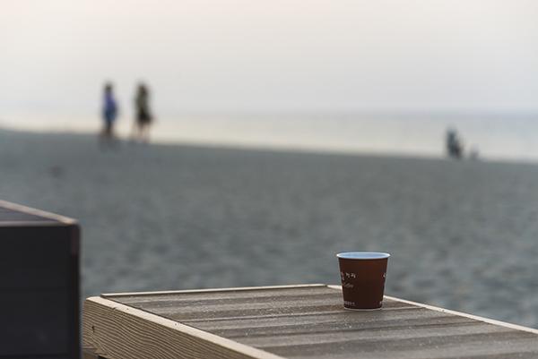 안목해변에서 마시는 자판기 커피 한 잔의 여유.