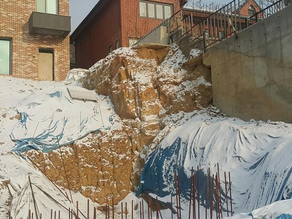 겨울에 얼었던 땅이 녹으면 절개지 등이 붕괴될 위험이 높아 예방대책이 필요하다.