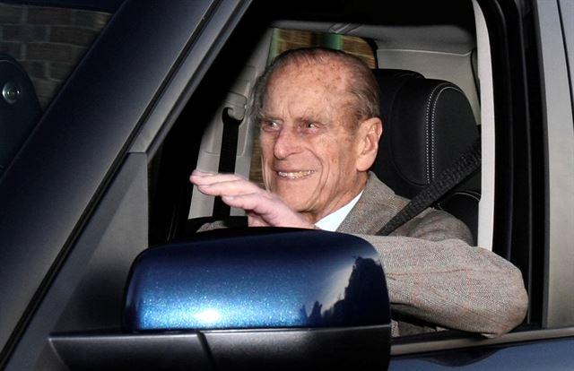 98세 英여왕 남편도 운전면허 반납했다