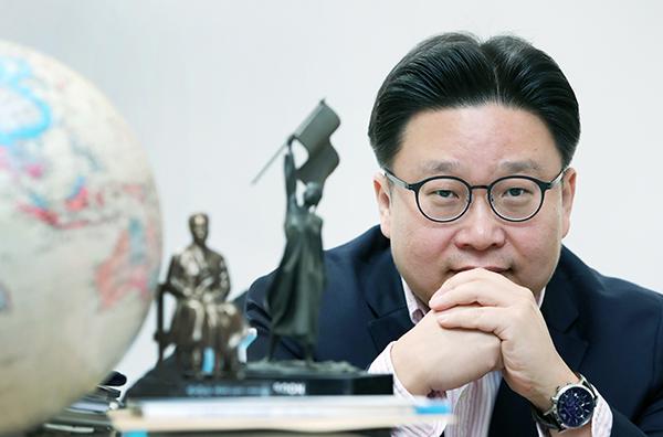 """서경덕 교수는 """"올해 3·1운동 및 임시정부 수립 100주년을 맞아 임시정부가 세워졌던 역사적인 장소 '상하이'에서 한국을 알리는 광고를 올리고 싶다""""고 밝혔다."""