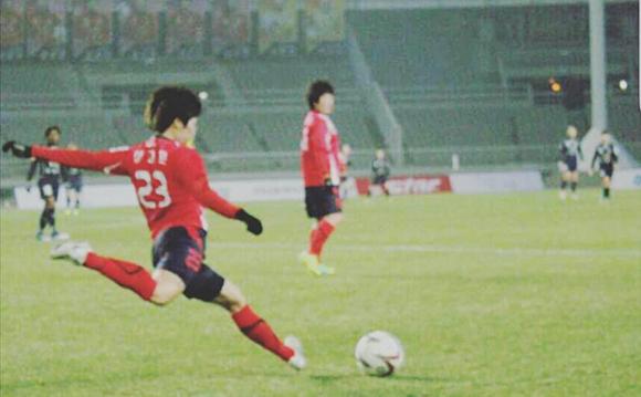 이고은 상사의 2010년 국내 축구경기 모습. (사진=육군본부 정훈공보실 제공)