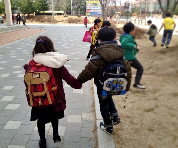 마냥 흐뭇하다. 순수하게 함께 걸을 수 있는 학교 생활이 될 수는 없을까.