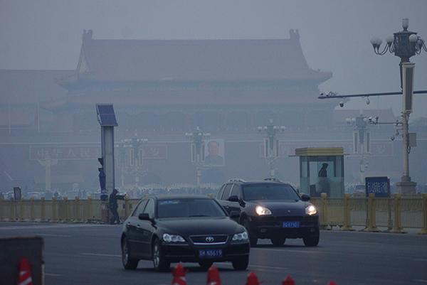 지난해 11월 26일 미세먼지가 심한 날 중국 베이징 천안문 광장의 모습.(사진=강찬수 중앙일보 환경전문기자, 논설위원 제공)