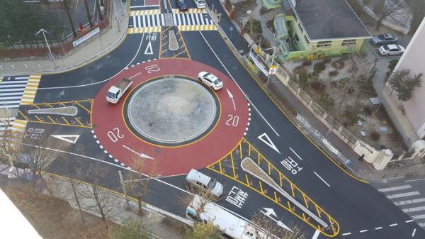 회전교차로가 설치된 갑천중학교 삼거리(출처=대전시)