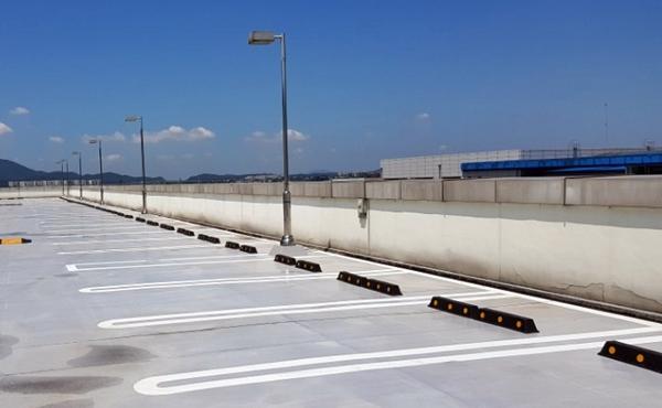 개화형 주차장에 설치한 U자형 주차구획 (사진=서울시설공단 제공)