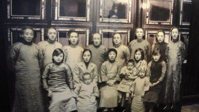 ▲ 항저우 청사에 있던 사진. 앞줄 왼쪽에서 두 번째가 수당 정정화.