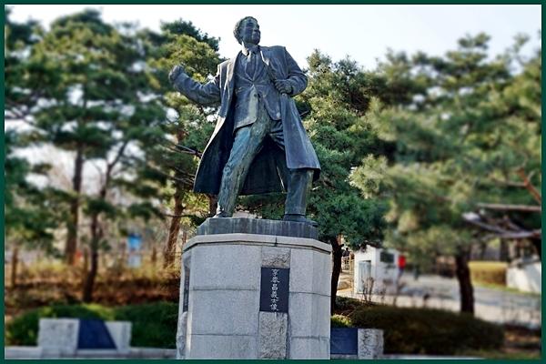 광복 50주년에 효창공원 근처에 세워진 이봉창 의사의 동상.