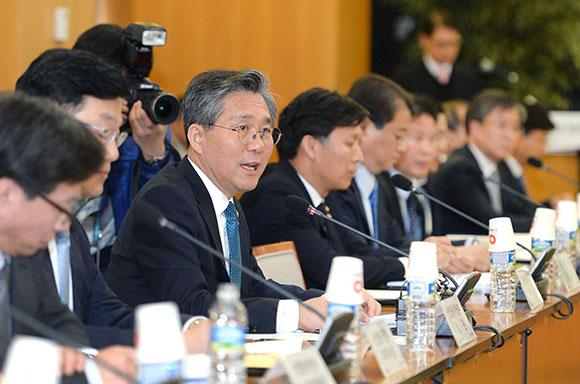 10일 산업통상자원부·한국무역협회 공동으로 열린 수출전략조정회의에서 성윤모 산업부 장관이 발언하고 있다. (사진=산업통상자원부)