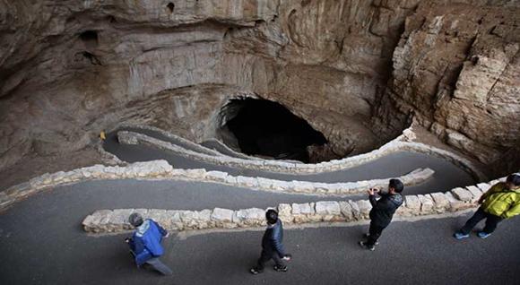 미국 뉴멕시코주에 있는 칼스배드동굴(Carlsbad Cavern)의 비포장도로. (사진=(사)한국동굴연구소 제공)