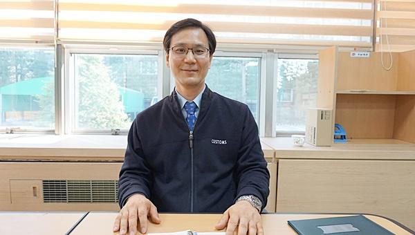 '2018 적극행정 우수사례 경진대회'에서 주류폐기 신사업 제시로 장려상을 수상한 이호식 계장