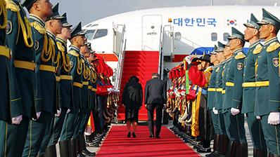 문 대통령, 카자흐스탄서 열린 독립유공자 유해봉환식 주관