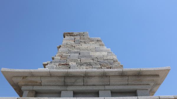 하늘거리는 여인의 치마폭 만큼 아름다운 미륵사지석탑의 처마.