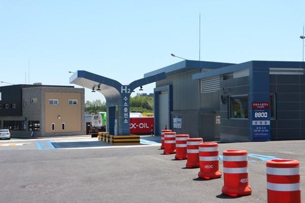 지난 4월 12일부터 수소충전소가 고속도로에서 운영을 시작했다.