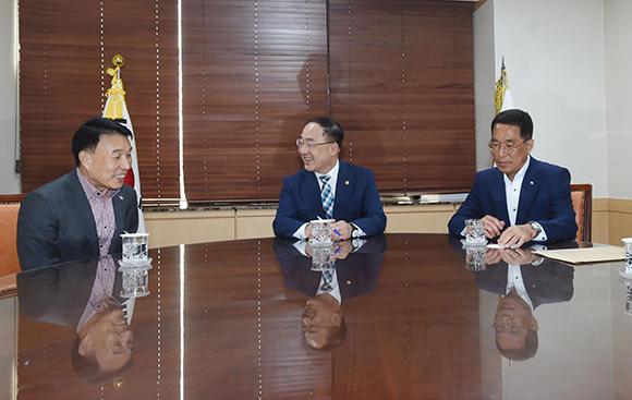 """정부 """"500인 이상 버스사업장 임금 지원 2년으로 확대"""""""