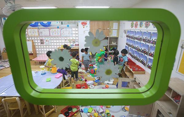 서울 성동구의 한 민간어린이집에서 어린이들이 수업을 받고 있다.(사진=저작권자(c) 연합뉴스, 무단 전재-재배포 금지)