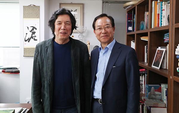 이창동 전 문화부 장관(왼쪽)과 신현택 전 문화부 기획관리실장(전 여성부 차관).