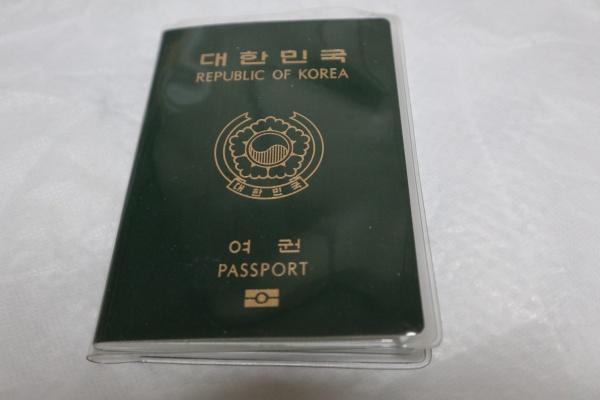 여권에 낙서나 메모 등이 돼있으면 자칫 출입국에 불이익을 당할 수 있다.