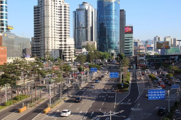 서울로 7017에서 바라본 서울역 풍경.