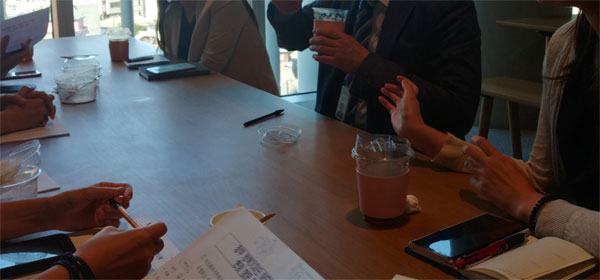 아모레퍼시픽 홍보담당자들과 정책기자단의 간담회. 소비자로서 평소 불편하거나 궁금했던 부분에 대한 질문에 세심하게 답변해주셨다.