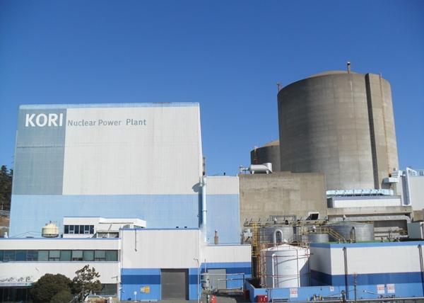 우리나라 최초의 상업 원전은 고리1호기다. 1977년 6월19일 처음 불을 붙였다. 이 원전은 현재 가동 중일까? 2017년 6월 가동을 멈췄고 영구정지 됐다.