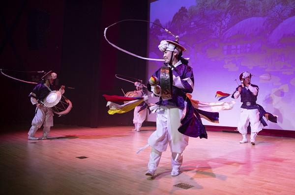 광주국악국악상설공연은 매주 토요일에 열리며, 광주세계수영대회 기간에는 매일 오후 5시(월요일 제외)에