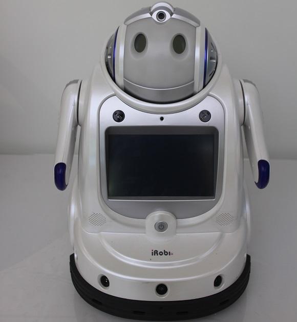 유진로봇이 개발한 국내 최초 교육용 로봇 아이로비