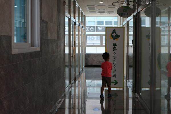 아이의 영유아 건강검진을 위해 사는 곳 근처 소아과에 방문했다.