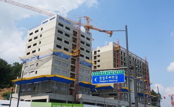 창업지원주택은 다양한 평수로 총 200세를 짓고 있고 공정률은 약 60%다.