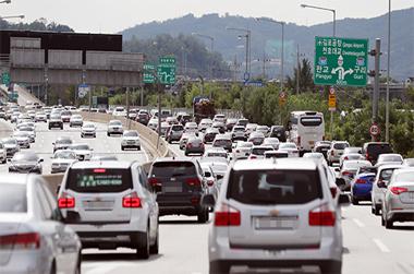 우리나라 등록 자동차 2344만대…2.2명당 1대 보유