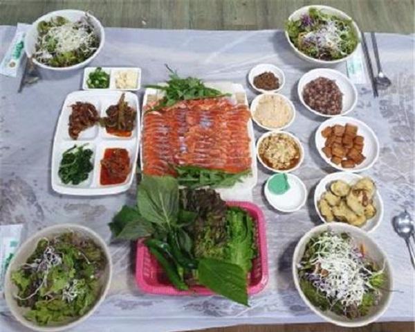 월악산국립공원 골뫼골 명품마을 먹거리 '송어회'