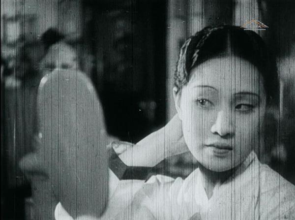 1930년대 영화문법과 일제강점기 시대의 신여성 및 근대성에 대한 담론을 엿볼 수 있는 양주남 감독의 '미몽'. (사진=저작권자(c) 한국영상자료원 제공, 무단 전재-재배포 금지)