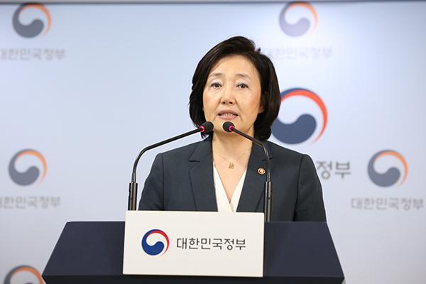 박영선 중기부 장관이 '제2차 특구위원회 개최결과 및 지정 특구 발표' 기자브리핑을 하고 있다.