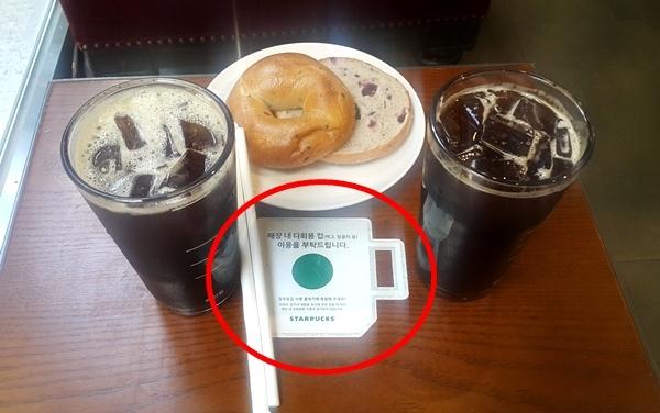 커피 전문매장 테이블에